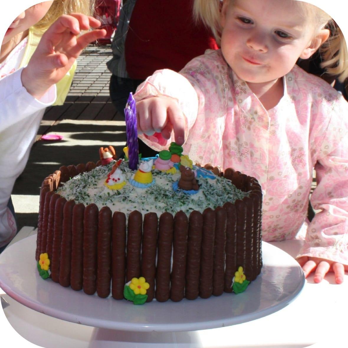 Easy Birthday Cakes To Make Simple kids farmyard birthday