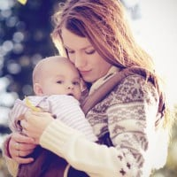 Holding your baby close to your heart - the benefits of babywearing