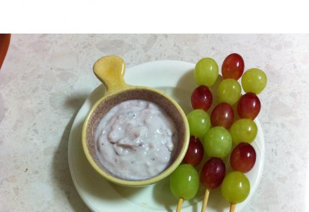 Grape Skewers with Yoghurt