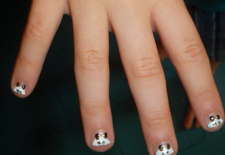 A Panda Nail Varnish Painting Tutorial