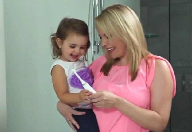 watch video reviews of the philips sonicare diamondclean electric toothbrush