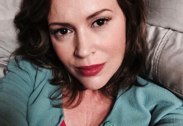 Alyssa Milano defends breastfeeding mother's