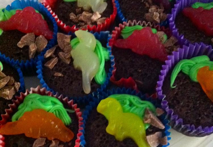 Easy dinosaur chocolate cupcakes