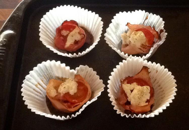 Baked prosciutto, tomato and ricotta