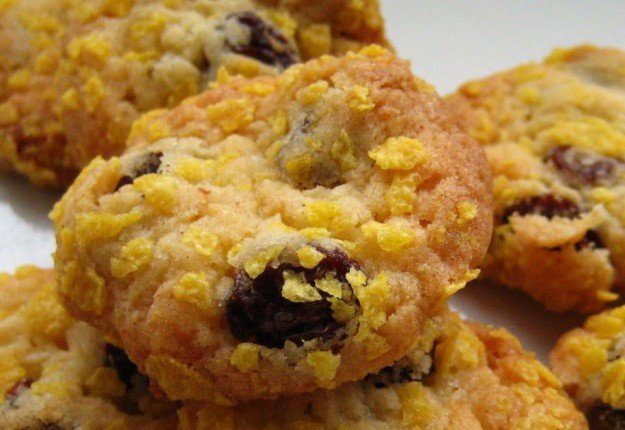 Cornflake, sultana and apricot biscuits