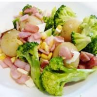 Warm broccoli and bacon salad