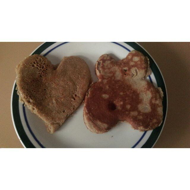 Fruity wholemeal pancakes