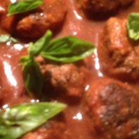 Quick meatballs with pasta sauce