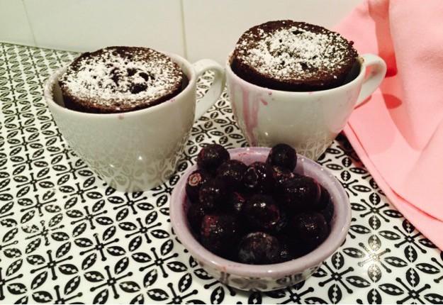 1 minute Choc Blueberry Mug Cake