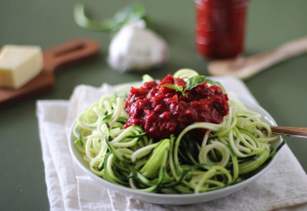 Zucchini noodle pasta with marinara sauce