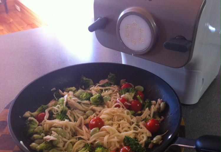 Chicken, broccoli, broad bean pasta