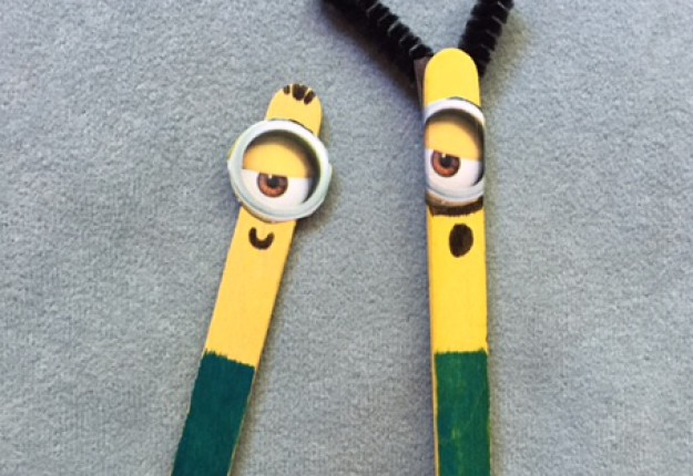 paddle pop sticks craft ideas minion paddle pop stick in 2 minutes arts crafts and diy 6993