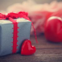 Make meringue kisses for your Valentine