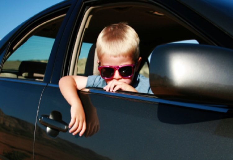 Toddler discovered when police stop a street racing car