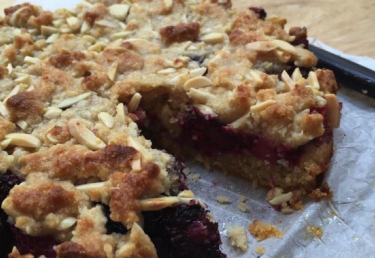 Berry crumble dessert cake