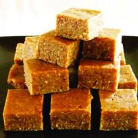 Raw healthy caramel fudge slice