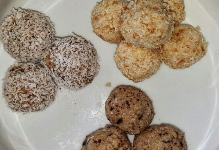 Coconut and choc chip balls