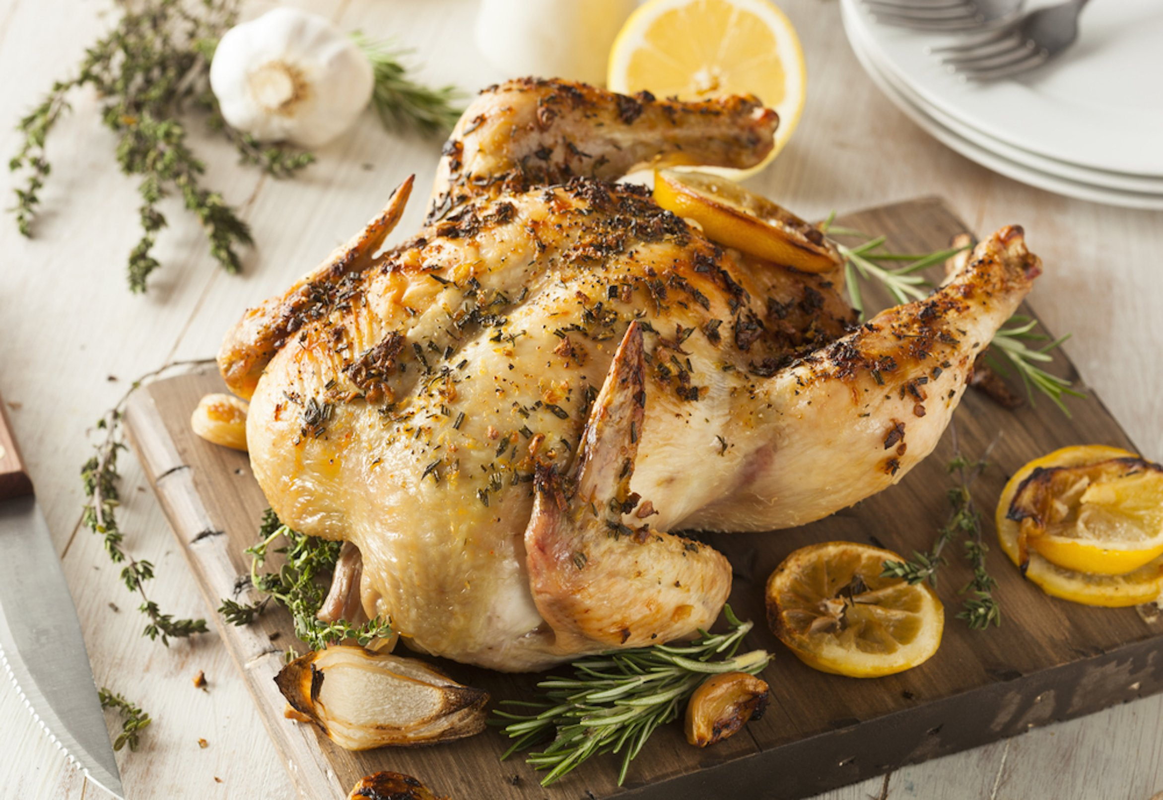 Video: Slow cooker roast lemon and garlic chicken - Mouths of Mums