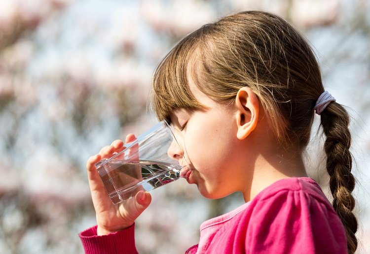 Parents warned of the potential risks of giving children tap water