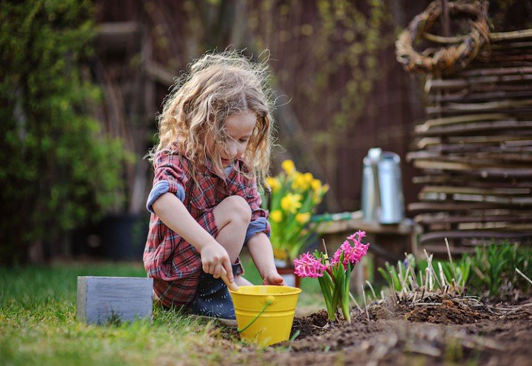 10 ways to get your kids outside in Spring