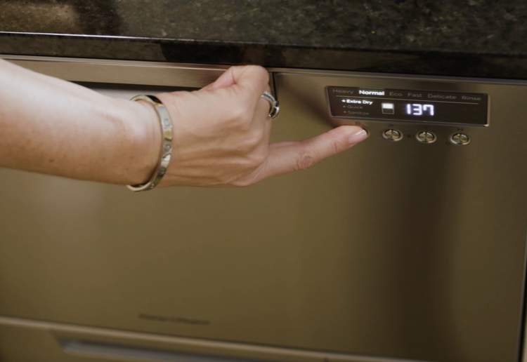 Georgie reviews the Fisher & Paykel Double DishDrawer™ Dishwasher
