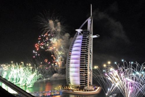 visit-dubai_new-years-fireworks-at-burj-khalifer
