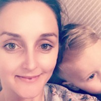 Mum's bottle feeding selfie goes viral