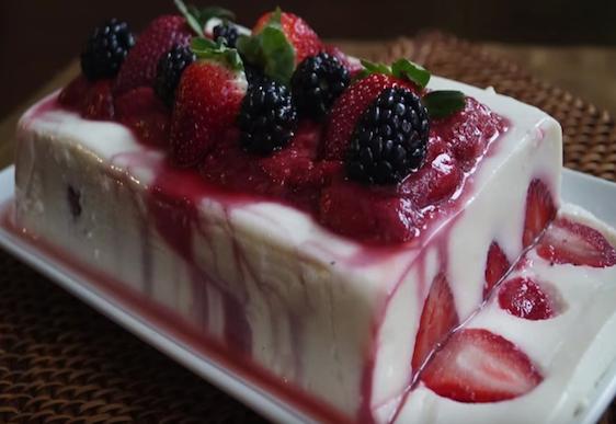 Healthy Valentine's Day dessert - yoghurt strawberry jelly