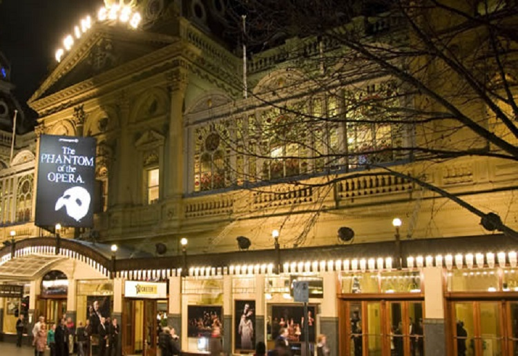 Mum outraged at being kicked out of a theatre with her baby