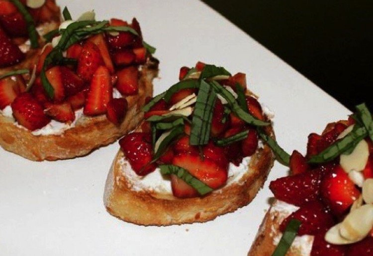 curlytops reviewed Strawberry Balsamic Bruschetta