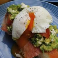 Poached eggs with Avocado & smoked salmon