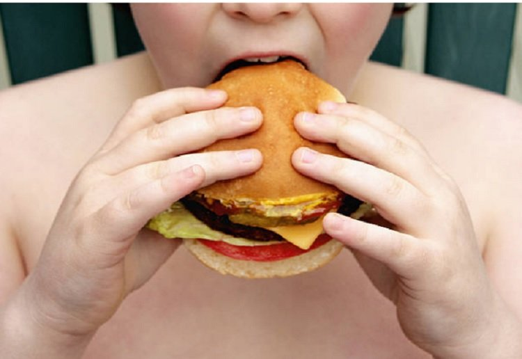 Mum's share their own struggles with food from childhood