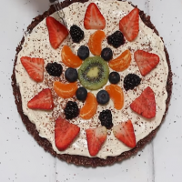 Healthy fruit pizza - the perfect Mother's Day dessert