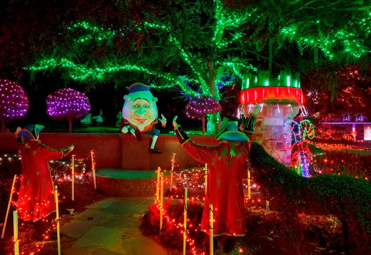 WIN 1 of 5 Hunter Valley Gardens Christmas Lights Spectacular family passes