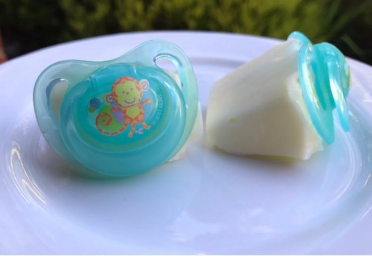 Yoghurt Dummy Pops