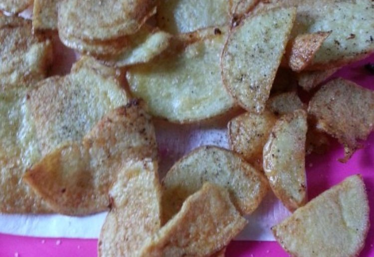 A pink plate filled with freshly cooked homemade Super Crunchy Chips