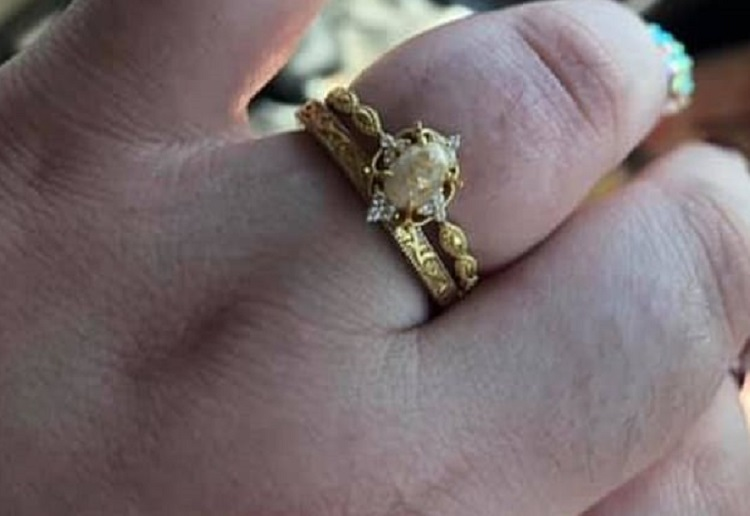 ann352 reviewed Mum's Unusual Engagement Ring Made From Breast Milk, Umbilical cord and Human Hair