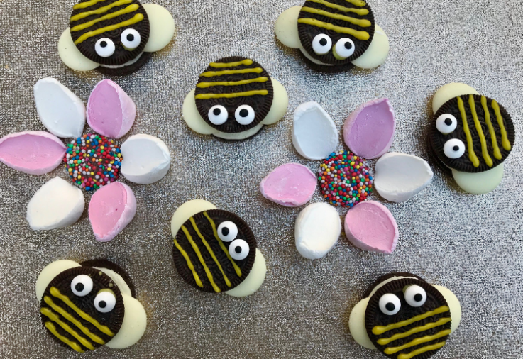 Cute little Bee Biscuits made from Oreo Cookies, Milk Chocolate Melts and yellow icing