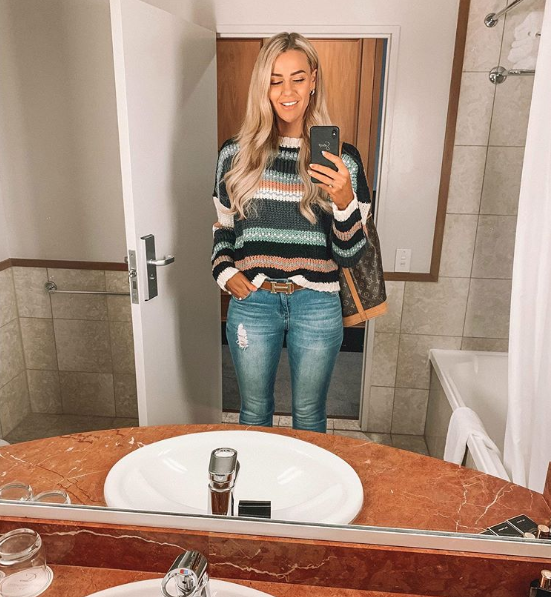 skbou reviewed Here's How Simone Anderson Takes A Perfect 'Car-fie' Every Time
