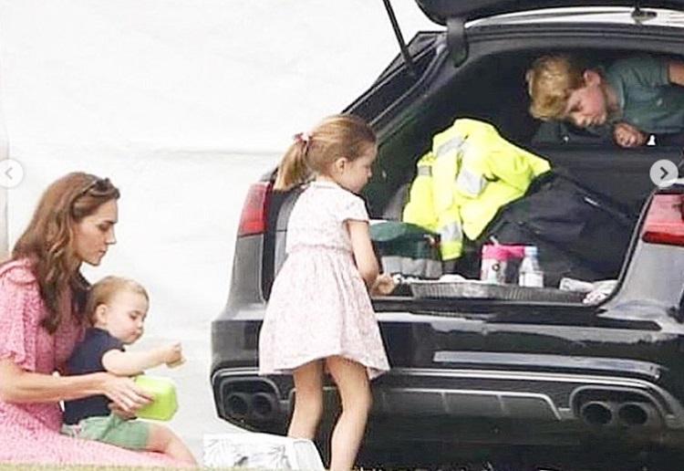 """Kate Juggles all Three Kids"" Ummm NO That's NOT OK!"