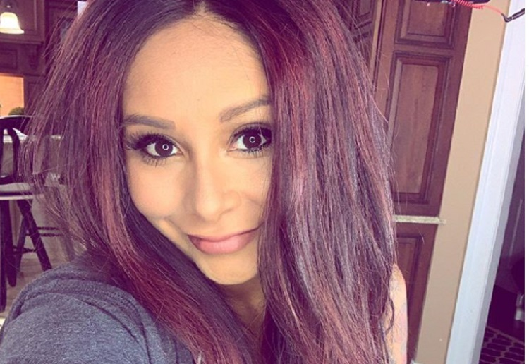 snooki shamed Over Image of Her Feeding Her Baby